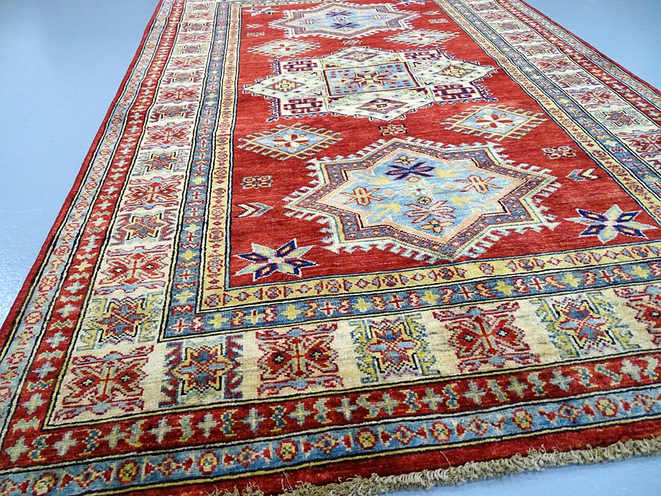 tapis oriental tapis kazak extra fin 186 x 123 cm laine 2126. Black Bedroom Furniture Sets. Home Design Ideas