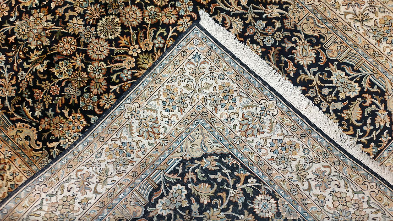 Tapis persan en soie naturelle fait a la main
